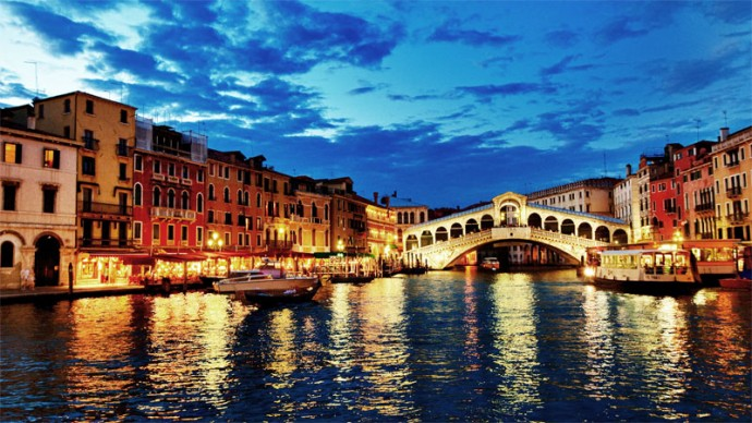 Rialto Bridge, Venice, Italy. Live webcast from webcam.