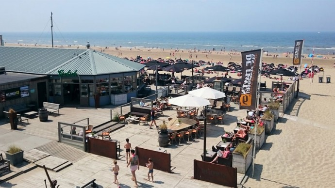 A unique restaurant on the beach of De Haven van Zandvoort. Netherlands. Online webcam streaming.