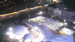 Streaming webcam in Seoul Plaza, in Tepenyanno, Yung-gu, Seoul, South Korea.