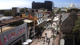 Quinta Avenida, Playa del Carmen, Mexico. Live streaming webcam.