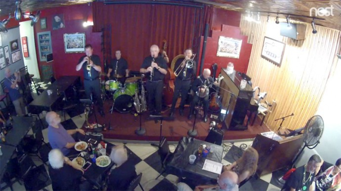 Webcam. Online live music every day. New Orleans, USA. Buffa's Bar & Restaurant